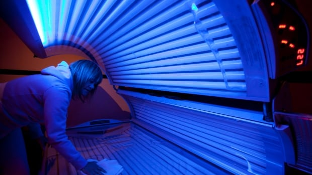 The proposed warning label for tanning beds would say, 'Tanning Equipment Can Cause Cancer.'