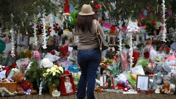 A memorial honours victims of the mass shooting at a Newtown, Conn., elementary school, which left 20 children and six adults dead. A Utah boy who brought a gun to school this week said he feared a similar attack.