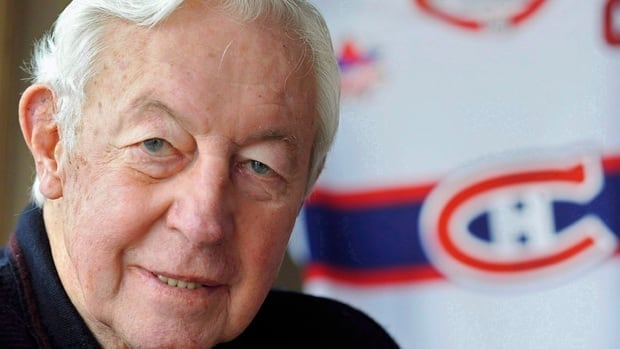 Jean Beliveau said he gave a signed Canadiens sweater to a small-town mayor's grandson as a favour to long-time acquaintance Gilles Cloutier.
