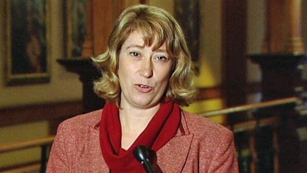 Education Minister Laurel Broten has asked Sam Hammond, the president of the Elementary Teachers' Federation of Ontario, to rescind his directive to teachers.