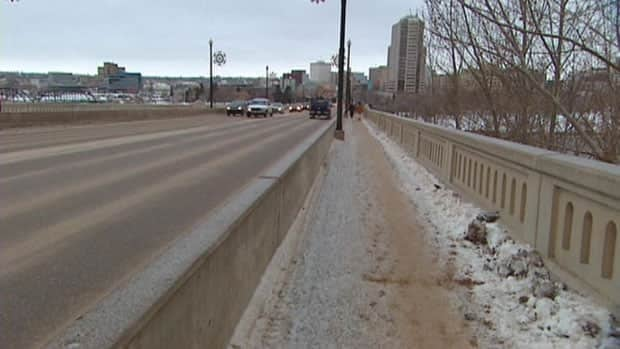 A group of firefighters who were roughhousing on the Broadway Bridge in Saskatoon have been found not guilty of assaulting police who thought the men were fighting.