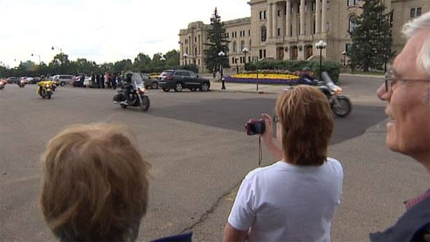 A motorcade of nearly 200 military veterans rolled through Regina after being at a fishing weekend in Nipawin.