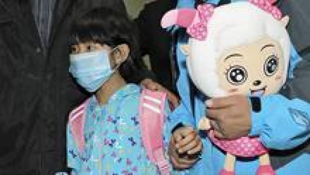 A girl, who was confirmed as the first person in the Chinese capital to be infected with the H7N9 strain, was discharged from hospital. How the virus gets from birds to people is unclear.