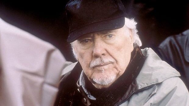 Director Robert Altman appears during the filming of the film 'Gosford Park.'  One of his biggest fans, Canadian documentary maker Ron Mann, is directing a film about Altman.