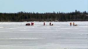 mi-ice-rescue-yellowknife-bay