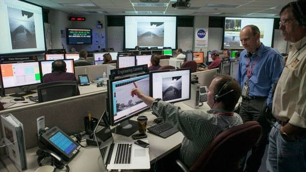 Justin Maki, Mars Science Laboratory Imaging Scientist, JPL, left, and Jordan Evans Engineering Development and Operations Manager, MSL JPL, look at image sets from NASA's Curiosity rover and Mars Reconnaissance Orbiter.