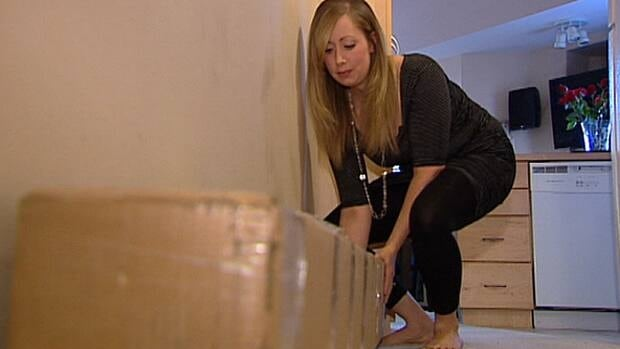 Francine Wiwchar struggles with a package she arranged to have delivered to her condo by Greyhound Courier. When it arrived the courier refused to bring it to her door unless she paid extra cash.