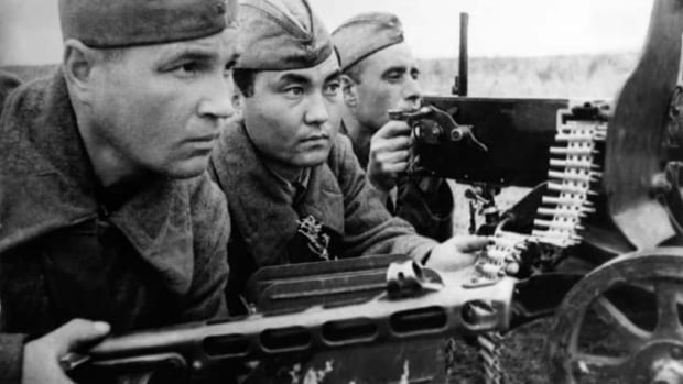 Picture taken in 1942 of Soviet soldiers during the battle of Stalingrad.