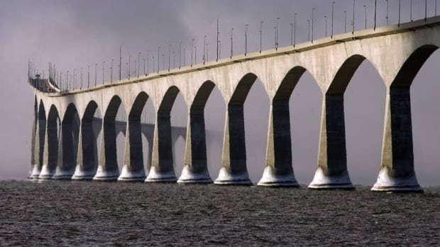 Transport Canada's contingency plan would come into effect if Confederation Bridge was closed for more than 24 hours.