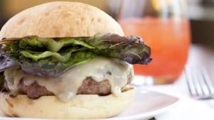 pizzeriagusto_burger-brett-howe-620