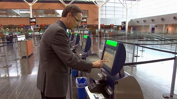 Canadian citizens and permanent residents returning to Trudeau airport now have the option to use the border clearance kiosks.