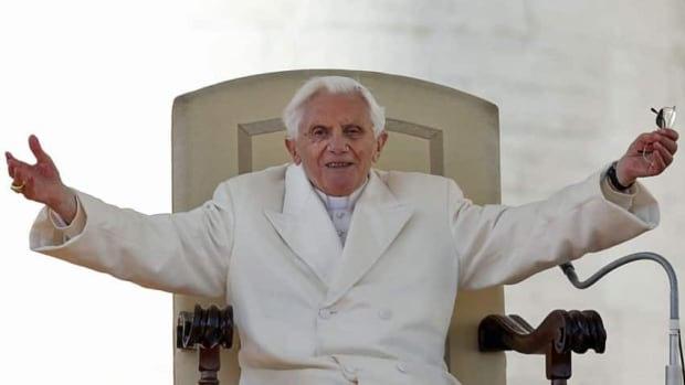Pope Benedict XVI greets the crowd during last general audience in St Peter's Square at the Vatican February 27, 2013. Pope Benedict bid an emotional farewell at his last general audience on Wednesday, acknowledging the rough seas that marked his papacy when it seemed that the Lord was sleeping. REUTERS/