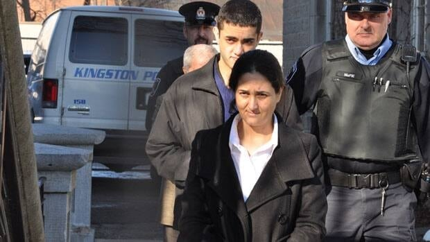Tooba Yahya enters the Frontenac County Court House in Kingston, Ont.