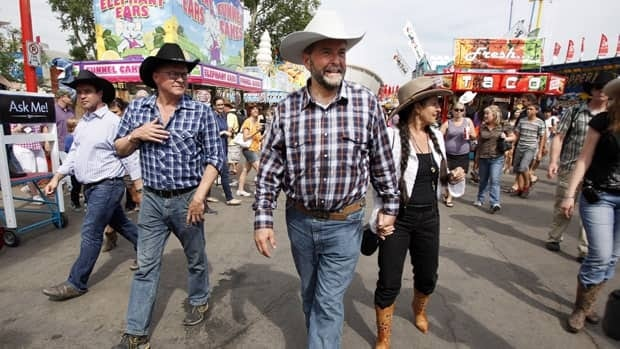 NDP leader Tom Mulcair's decision to get outfitted at a western-wear store in Calgary paid off as he received praise for his choice of wardrobe.