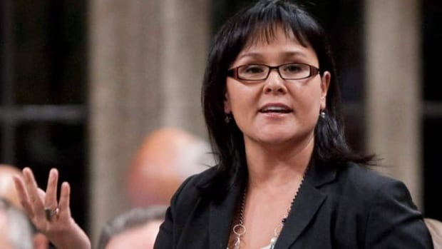 Health Minister Leona Aglukkaq approved a plan to let drug makers voluntarily alert doctors and pharmacists of medication shortages despite opposition from within her department.