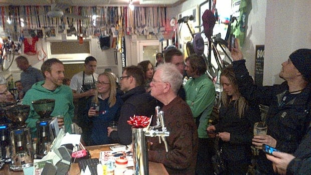 Patrons at Café Domestique in Dundas gather to watch Oprah Winfrey interview Lance Armstrong. (Krys Hines)