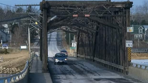 The 69-year-old Saint-Louis-de-Kent bridge will be replaced with a new bridge right next to it that will be higher.
