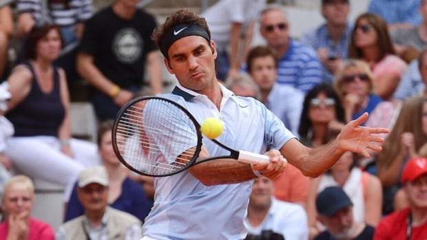 Roger Federer beat Jan Hajek 6-4, 6-3 to reach the German Tennis Championships quarterfinals.