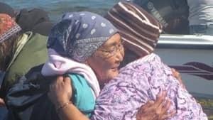 300-nutak-hugs-20120816