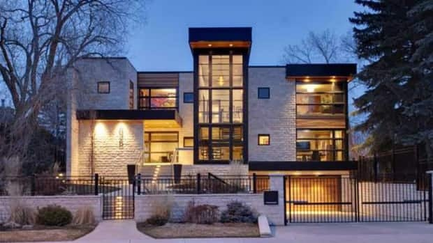 Former Calgary Flame Jarome Iginla has put his Calgary home up for sale.