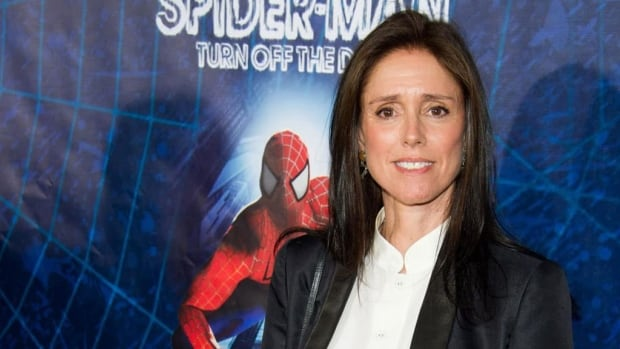 Julie Taymor, the fired director of Spider-Man: Turn off the Dark, has reached a settlement with the producers who reworked the show.