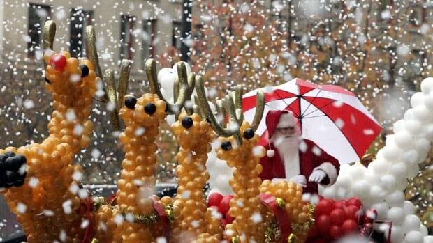 Santa arrives in Toronto on Sunday afternoon.