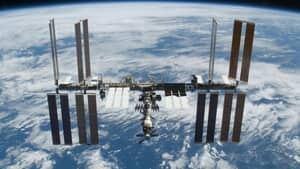 300-nasa-space-station-2009