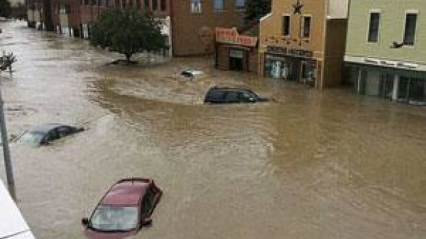 Cars float in water covering a downtown street in High River, Alberta June 20, 2013. Major flooding has hit southern Alberta with many communities under a mandatory evacuation order. More rain and flooding is expected in the next 24 hours. REUTERS/Stringer