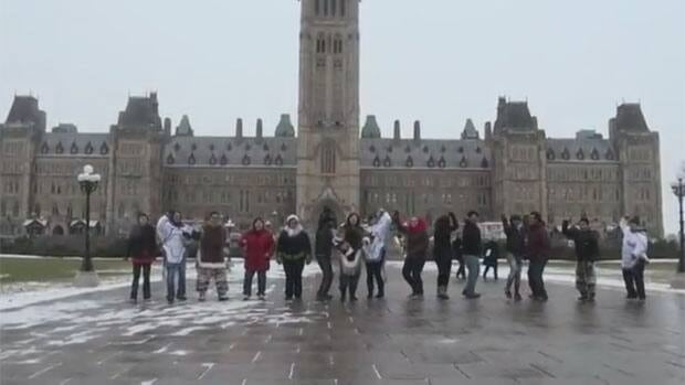 The latest parody of the hit Korean pop song Gangnam Style is by a group of Inuit students singing in Inuktitut.