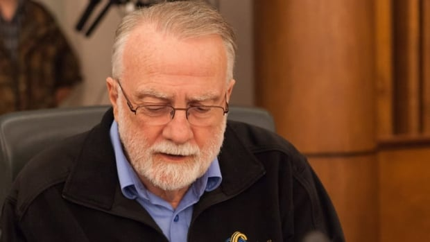 Mayor Doug Craig had requested that the costs of cancelling the LRT system be made available to the public. His motion was defeated by a vote of 10-3.