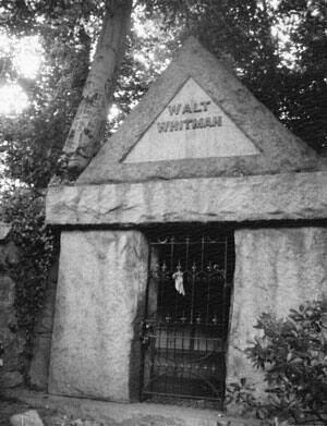si-patti-smith-ago-walt-whitmans-tomb-camden-nj