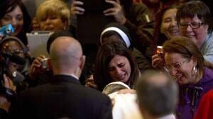 inside-pope-crowd-04248652