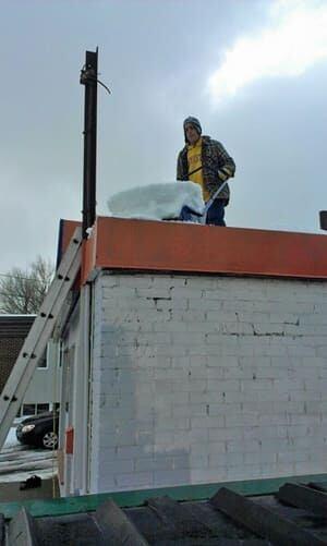 mi-roof-shovelling-300