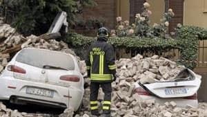 300-cars-italy-quake-rtr32c
