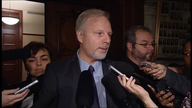 Jean-François Lisée wants to stop young families from leaving the island of Montreal.