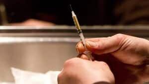 hi-heroin-needle-00656956-4col