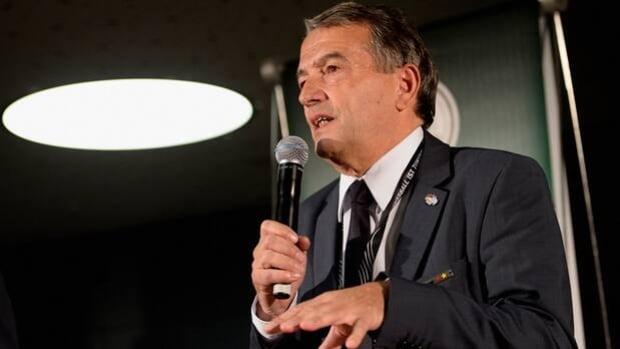 DFB president Wolfgang Niersbach urged all 25,641 clubs in German soccer to respect officials in the wake of a fatal beating.