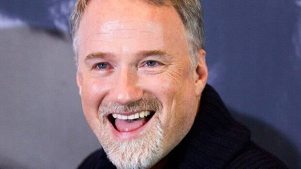 American filmmaker David Fincher has signed on to direct the new Walt Disney Studios adaptation of Jules Verne's undersea adventure 20,000 Leagues Under the Sea in Australia, after the country agreed to pay more than $22 million to lure the production there.