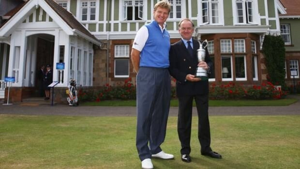 Defending champion Ernie Els returns the claret jug to Peter Dawson of The R&A on Monday.