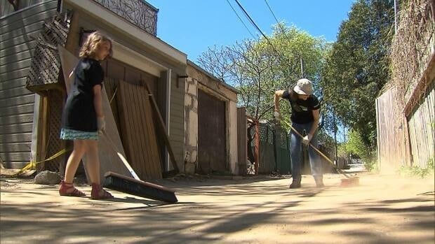 Montrealers of all ages are joining in this weekend to pick up litter and tidy their local parks, alleyways and sidewalks.