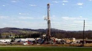 hi-bc-120906-gas-fracking-rig