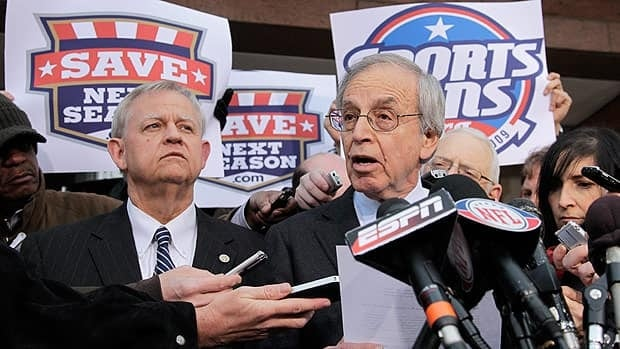 George Cohen, right, and Scot L. Beckenbaugh, deputy director of the FMCS, are seen during the 2011 NFL labour dispute.