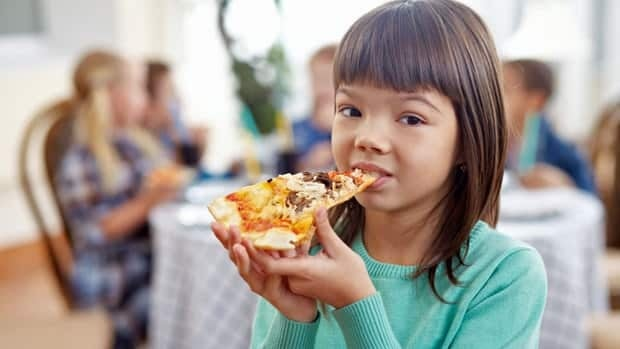 Doctor Yoni Freedhoff has taken the Hamilton-Wentworth District School Board to task for offering pizza parties as prizes.