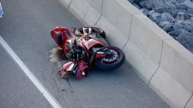 A motorcyclist died from his injuries after crashing on northbound 14th Street S.W.