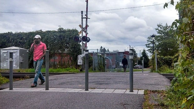 Residents use one of two crossing points connecting Park Extension to Jarry Park.