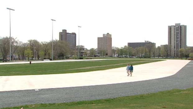 Inline skating and roller skating are offered on the Oval during warmer months.