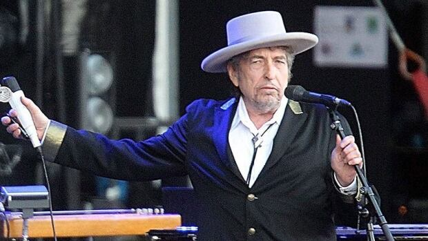 Bob Dylan, seen performing in France in 2012, will exhibit 12 new sketches at the National Portrait Gallery in London beginning in late August.
