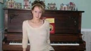si-alicia-boone-piano-220