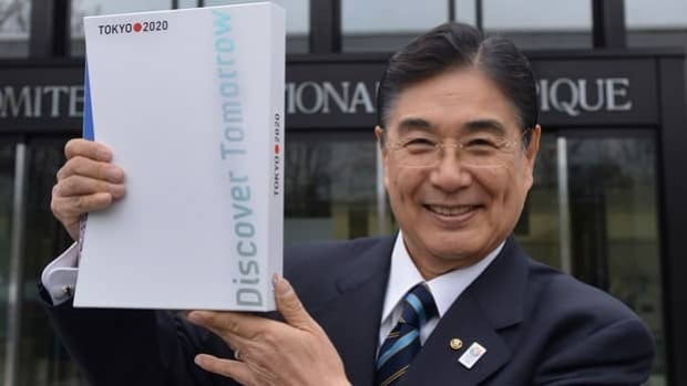 Tokyo 2020 CEO Masato Mizuno, seen posing Jan. 7 with the candidature files, is guaranteeing safety in the city's Olympic bid.