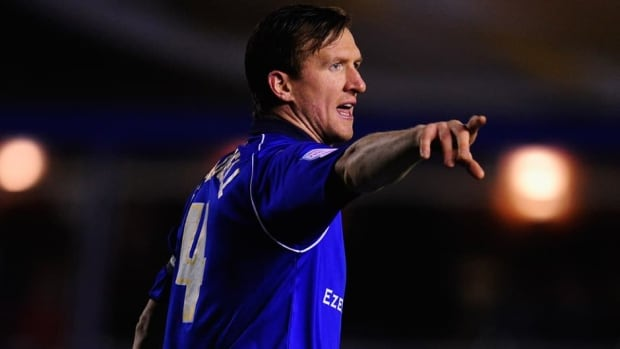 Steven Caldwell, who has started in six matches for Toronto, signed a new deal with the club at the end of his loan from Birmingham City.